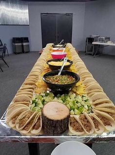 Wedding Food Buffet Dinner Taco Bar 15 Ideas For 2020 Taco Bar Party, Snacks Für Party, Party Appetizers, Birthday Appetizers, Party Drinks, Office Party Foods, Food Truck Party, Taco Food Truck, Sleepover Snacks