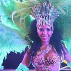 Book Rio and carnival dancers - Ideas for planning a mardi gras themed event. Carnival Dancers, Beauty Queens, Samba, Event Decor, Corporate Events, Mardi Gras, Cool Pictures, Captain Hat, Vibrant