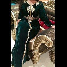 "30 mentions J'aime, 2 commentaires - قفطان مغربي😍💕👗 (@caftan_moderne_) sur Instagram: ""للطلب أو الإستفسار المرجوا التواصل دايركت أو ↘↘ واتساب: 00212655094309  BBM: 58C384C0"" Arab Fashion, Muslim Fashion, Boho Fashion, Girl Fashion, Fashion Dresses, Womens Fashion, Kaftan Moroccan, Morrocan Dress, Oriental Dress"