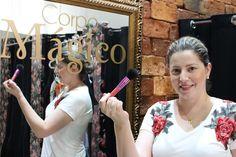 Loja de roupas com maquiagem e cabelo para clientes
