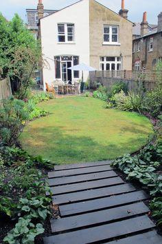Oval Lawns : by Fenton Roberts Garden Design