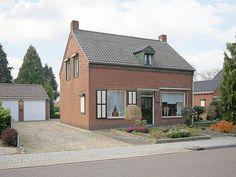 Pinxtenstraat 3, vraagprijs: € 250.000,- k.k. Karakteristieke en ruime vrijstaande woning met vrijstaande dubbele garage welke gelegen is op een ruim perceel van 1.120 m2 met vrij uitzicht aan de achterzijde. Zie link voor brochure.