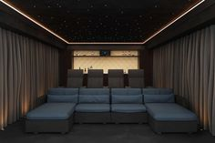 Home Theater Room Design, Home Cinema Room, At Home Movie Theater, Home Theater Rooms, Home Cinema Seating, Cinema Chairs, Cinema Seats, Cinema Cinema, Theater Seats