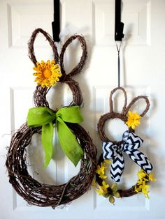 Mama and Baby Bunny - Easter Wreath - Spring Wreath - Grapevine Bunny Wreath - Easter Decoration Easter Projects, Easter Crafts, Kids Crafts, Easter Decor, Easter Ideas, Craft Projects, Spring Crafts, Holiday Crafts, Holiday Fun