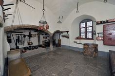 Castle kitchen at Burg Eltz Country House Interior, Home Interior Design, Interior Architecture, Tudor Kitchen, Long House, House Siding, Historic Homes, Beautiful Kitchens, Medieval