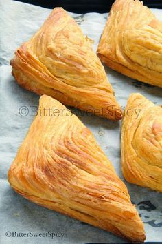 BitterSweetSpicy: Indian Curry Puff a.a Karipap Bai. BitterSweetSpicy: Indian Curry Puff a.a Karipap Bai. Asian Snacks, Asian Desserts, Savory Snacks, Snack Recipes, Cooking Recipes, Empanadas, Curry Puff Recipe, Ma Baker, Fried Fish Recipes