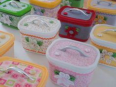 These may be yogurt or ice cream containers or oxy clean containers. Great recycling idea for a gift box or cute party favor for a little girls party. Cute Crafts, Crafts To Make, Crafts For Kids, Arts And Crafts, Paper Crafts, Diy Crafts, Diy Projects To Try, Craft Projects, Craft Ideas