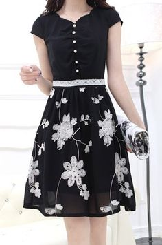 $11.48 Ladylike Floral Embroidery Design Short Sleeve V-Neck Lace Splicing Knee-Length Dress For Women