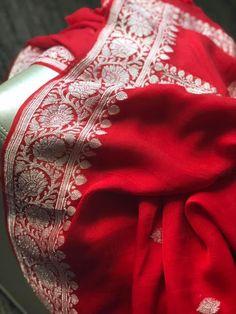 With beautiful Zari Design🌸 WhatsApp Maneeti - 9539820656 Banaras Sarees, Bandhani Saree, Georgette Sarees, Indian Silk Sarees, Soft Silk Sarees, Chiffon Saree, Cotton Saree, Silk Chiffon, Red Saree