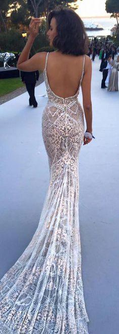 The back details on #BERTA style 16-28, now available for off the rack purchase at our NYC showroom <3