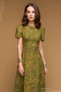 Длинное оливковое платье с принтом и рукавом-фонарик
