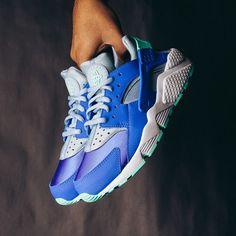 Nike WMNS Air Huarache Run (Racer Blue) $110