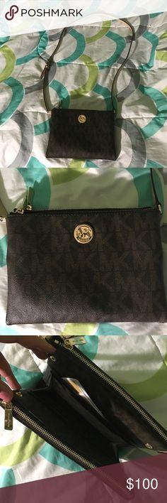 Michael kors side purse Cross body used 2 days Bags Crossbody Bags