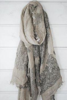 beautiful scarf / shawl