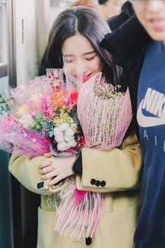 Jeon Hee Jin © Something Highlight First Girl, 1 Girl, South Korean Girls, Korean Girl Groups, We Heart It, Olivia Hye, Adore You, Just Girl Things, Korean Beauty