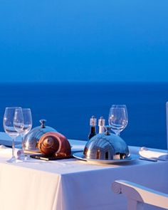 Pietra e Mare Hotel - The hotel's open-air restaurant also makes full use of the beach and ocean views. #JSBeachDining