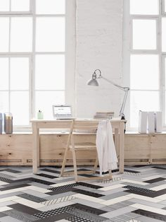 Black and white Céragrès Mix and Match porcelain tiles were used in this bright room full of natural wood and white details.