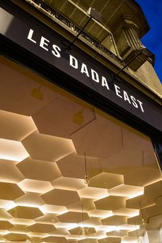 Joshua Florquin adds hexagonal-patterend ceiling to Les Dada East hair salon in… Salon Lighting, Facade Lighting, Interior Lighting, Retail Facade, Office Ceiling, Tv Wand, Plafond Design, Bedroom False Ceiling Design, Lobby Interior