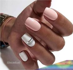 False nails have the advantage of offering a manicure worthy of the most advanced backstage and to hold longer than a simple nail polish. The problem is how to remove them without damaging your nails. Shellac Nails, Nail Manicure, Nail Polish, Acrylic Nails, Stylish Nails, Trendy Nails, Elegant Nails, Classy Nails, How To Do Nails
