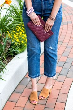 frayed denim crop jeans + suede mules = ultimate summer outfit inspiration