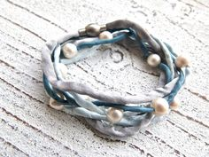 Silk bracelet with freshwater pearls to wrap Charmecharming 24,00 €