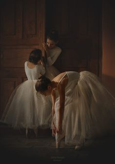 Raindrops and Roses Classy Aesthetic, Aesthetic Art, Aesthetic Pictures, Aesthetic Vintage, Princess Aesthetic, Character Aesthetic, Photographie Portrait Inspiration, Ballet Photography, Royal Ballet