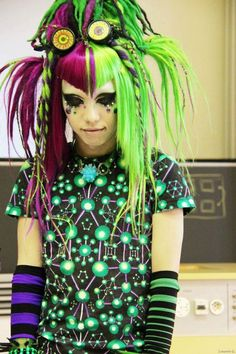 Green and Purple Cyber Punk. Cyber style t-shirt and striped arm socks matching the hair. Dread falls and goggles. Punk Outfits, Grunge Outfits, Cyberpunk Clothes, Emo Scene, Goth Outfit, V Bangs, Corset, Suicide Girls, Goth Hair