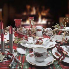 Για τα Χριστούγεννα σας προτείνουμε ένα μοναδικό σετ πιάτων , από φίνα ευρωπαϊκή πορσελάνη. με σχέδιο το Αλεξανδρινό. Το σετ αποτελείται από : 24 πιάτα ρηχά, 12 βαθιά, 12 φρούτου, 12 γλυκού, 3 πιατέλες οβάλ και 1 στρογγυλή, 2 σαλατιέρες, 4 ραβιέρες, 1 σουπιέρα και μία σαλτσιέρα. Θα καταπλήξετε τους καλεσμένους σας! Table Settings, Table Decorations, Furniture, Home Decor, Decoration Home, Room Decor, Table Top Decorations, Home Furniture, Interior Design