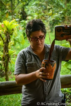 Learning how to make chocolate in Costa Rica >> I would love to do this!