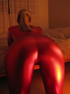 For people with tight wetlook shiny leggings fetish. Sexy girls in faux leather leggings. Yoga pants and tight spandex. Shiny Leggings, Faux Leather Leggings, Tight Leggings, Leather Pants, Latex Suit, Sexy Latex, Weird Fashion, Skin Tight, Catsuit
