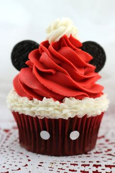 I know you know somebody who would love these adorable Mickey Mouse Santa Hat Cupcakes!  What a fun and easy Christmas Food idea that celebrates both Christmas and Mickey Mouse!  Fun and delicious and so easy to make!  #ChristmasFood #ChristmasFoodRecipeIdeas #ChristmasFoodIdeas #ChristmasFoodRecipes Holiday Baking, Christmas Desserts, Christmas Treats, Christmas Baking, Holiday Treats, Diy Christmas, Mini Cakes, Cupcake Cakes, Cupcakes Kids