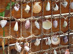 i love this wall decoration soo soo much. Lights instead of shells? or lights AND shells!