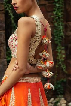 When it comes to bridal style, it& all in the details people and lehenga tassels have to be our FAVOURITE little detail that look super chic. A plain ombre lehenga with the most funky lime green tassels can be the. Blouse Neck Designs, Blouse Patterns, Blouse Styles, Saree Tassels, Mehendi Outfits, Indian Attire, Indian Wear, Indian Designer Wear, Bridal Lehenga