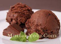 Bugün Çikolatalı Dondurma Tarifi sizlerle efendim. Dondurma yapısı gereğiyle yaz aylarında tüketilen vazgeçilmez yiyeceklerden biridir. Dondurmayı yazın tüketebildiğimiz gibi kışın da tüketimi mümkündür. Dondurma ayrıca enerji veren bir besin maddesi mineral ve vitaminler bakımından da zengin içeriğe sahiptir. Ortalama 100 gram dondurmada içeriğine bağlı 100-200 kalori bulunmaktadır. MutfakYolu sitemiz üzerinden size birbirinden enfes dondurma tarifleri vereceğiz. […]