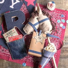 DIY Cowboy party with free printable invitations, printable goodie bag labels andcup cake topper.