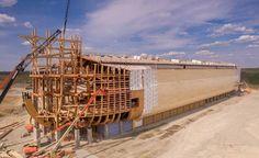 Traendo ispirazione dai passi della Bibbia, Ken Ham, a Williamstown (nel Kentucky, U.S.A.) propone una replica contemporanea dell'Arca di Noè. Ecco come è stata realizzata sul piano tecnico