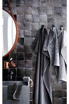 industriele badkamer donkere tegels - industrial bath room dark tiles