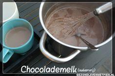 Met behulp van een basismix, maak je in een handomdraai heerlijke zelfgemaakte dikke chocolademelk. Extra lekker met opgeklopte slagroom.
