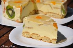 Romanian Diplomat Cake - looks yummy, but I have no idea what's in it.the recipe is not in English! Top Recipes, Cake Recipes, Dessert Recipes, Cooking Recipes, Dessert Ideas, Cookie Desserts, Just Desserts, Heritage Recipe, Romanian Food