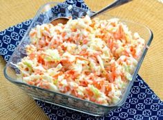 KFC Copycat Coleslaw - Oh yea! This coleslaw recipe is a spot-on KFC copycat coleslaw! If you like sweet and tangy chopped coleslaw this is definitely the recipe to use. Copycat Kfc Coleslaw, Vegan Coleslaw, Coleslaw Salat, Law Carb, Top Secret Recipes, Summer Side Dishes, Cooking Recipes, Healthy Recipes, Restaurant