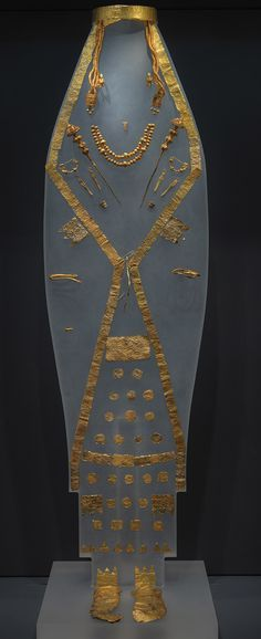 """The """"Macedonian Treasures"""" exhibition will be inaugurated at the Pellas Archaeological Museum in northern Greece on Friday and it is scheduled to run until September 30, 2015. The unique exhibits recovered from royal graves in the Aiges and Archontiko necropolises include many items which are displayed for the first time in Greece, such as gold wreaths, gold masks, weapons, unique sculptures and vessels of alabaster, metal or pottery that were uncovered over 25 years of archaeological…"""