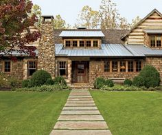 Featured in Architectural Digest, Toad Hall belongs to Kreis and Sandy Beall, and it sits on 32 acres in Tennessee. The architect was Jack Davis, and they brought Atlanta-based designer Suzanne Kasler in to give the log house some English Country Style. Architectural Digest, English Country Style, Country Style Homes, Rustic Exterior, Exterior Design, Cabin In The Woods, Plantation Homes, Maine House, Log Homes
