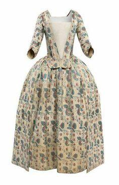 Robe à la Française, con Peto o Petillo brocado en un solo color, 1750-1770.
