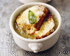 'zupa cebulowa Jamiego Olivera'  Składniki: - 1,3 l bulionu drobiowego lub warzywnego - 1 kg cebuli - 6 ząbków czosnku - 1 bagietka - ser żółty (użyłam morskiego) - 1 liść laurowy - oliwa - 1 łyżka masła - tymianek (użyłam suszonego 1 łyżkę) - S&P  http://www.znajdzprzepisy.pl/click/index/3967516/?site=cook-yourself.blogspot.com