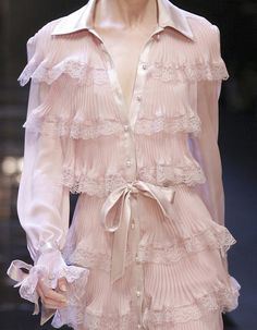 Image in High Fashion/Haute Couture ✨ collection by ° Moda Fashion, Runway Fashion, High Fashion, Fashion Show, Chanel Couture, Mode Russe, Vetements Shoes, Fashion Details, Cocktail Dresses