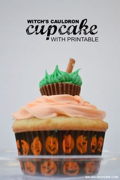 Witch's cauldron cupcake with printable tag. Perfect way to package cupcake for school treat or bake sale.