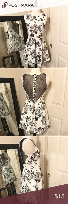 Preowned Forever 21 White Floral Dress Good condition. Short cute dress Forever 21 Dresses