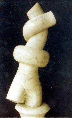 """""""Nodo"""", scultura in marmo, anni '70-'80. Sez. Decorazione plastica. Isa Stagi Pietrasanta. Liceo artistico statale """"Stagio Stagi"""" di Pietrasanta (Lu)."""