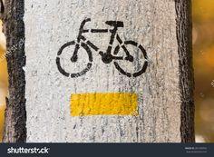 Yellow Bike Trail Painted On A Tree Zdjęcie stockowe 281286956 : Shutterstock