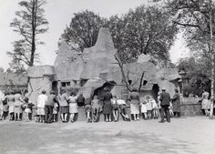1943. During the German occupation the citizens of Amsterdam try to go on with their lives. Here people are visiting the monkey rock at the Artis zoo in Amsterdam. Photo Spaarnestad.#amsterdam #1943 #artis
